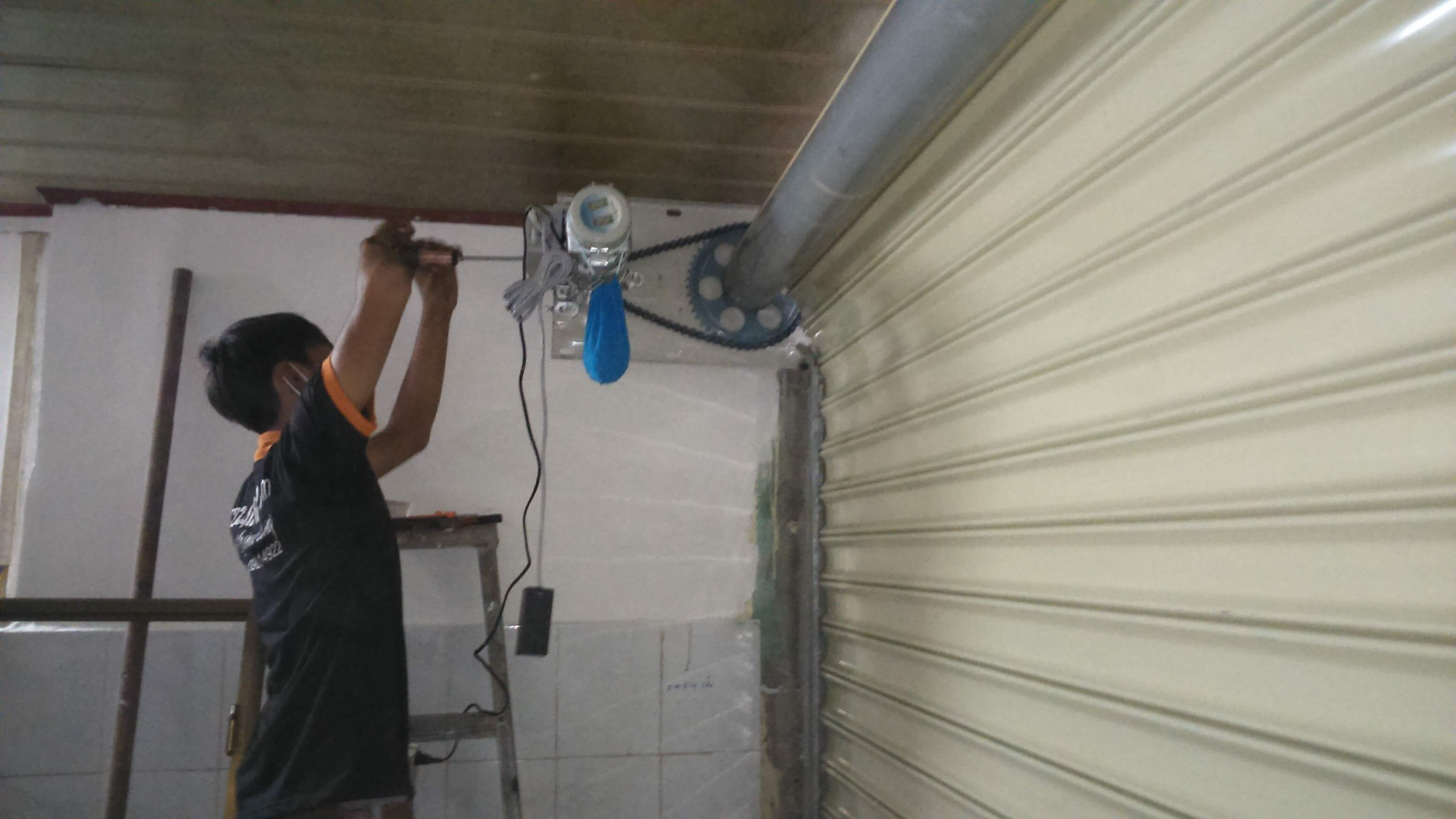 Thợ sửa chữa cửa cuốn tại Quận 7