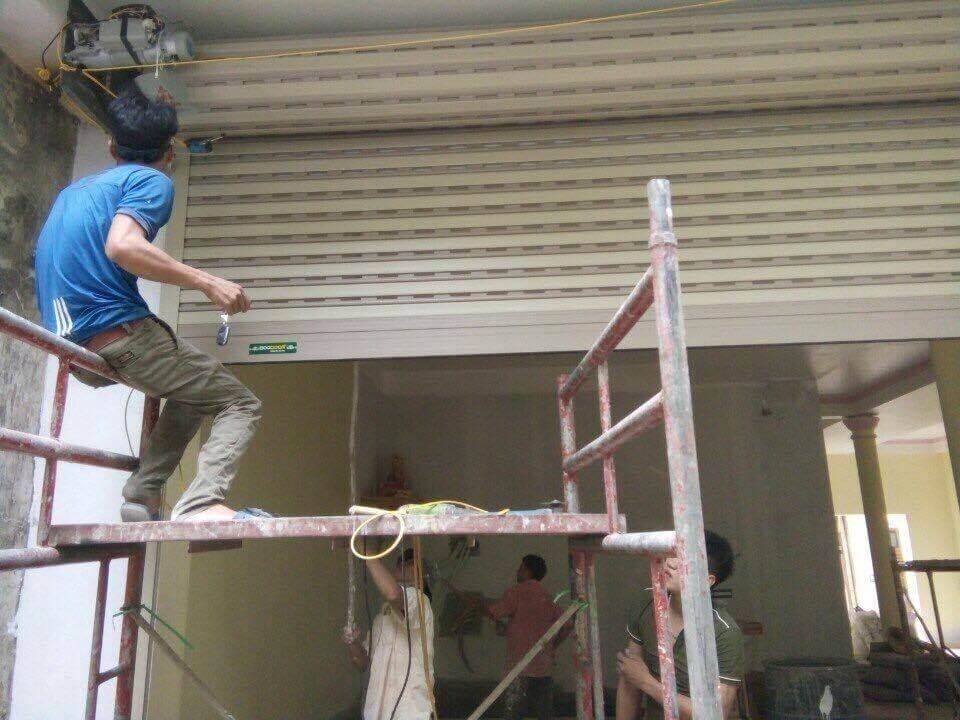 Thợ sửa chữa cửa cuốn tại Quận 8