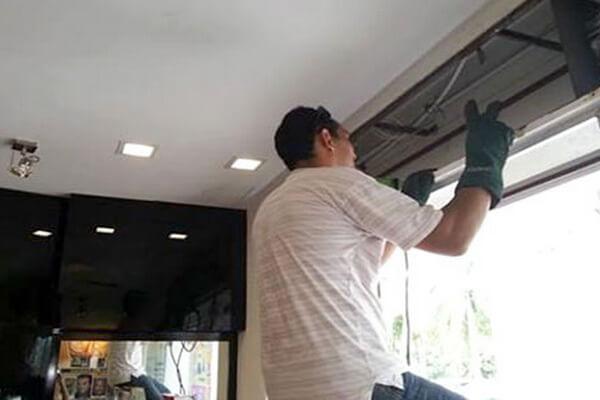 Thợ sửa cửa cuốn tại Quận 10