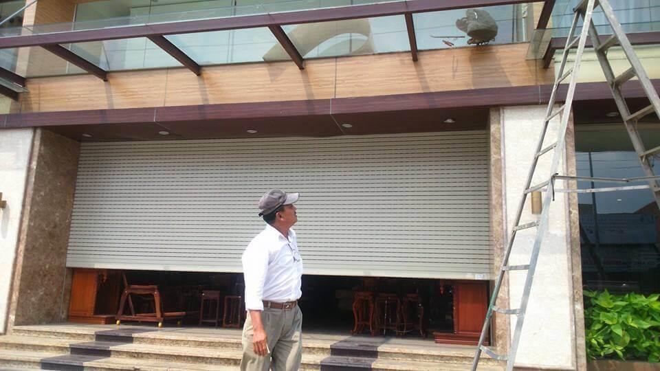Thợ sửa chữa cửa cuốn tại Quận 3